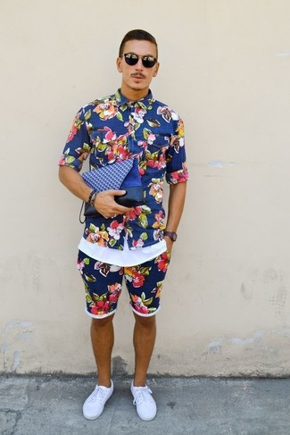 How to wear: blue floral short sleeve shirt, white tank, blue floral shorts, white canvas low top sneakers