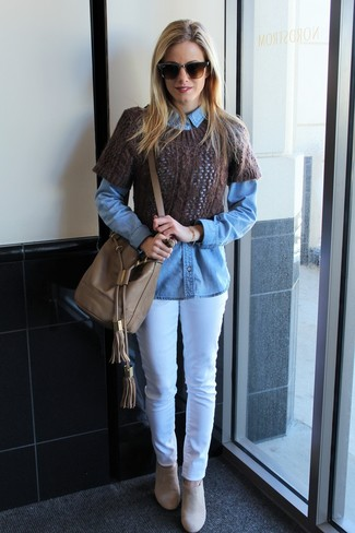 A denim shirt with white jeans has become an essential pairing for many style-conscious girls. You could perhaps get a little creative in the footwear department and dress up your look with beige suede ankle boots. So as you can see, it's a chic, not to mention season-appropriate, combination to have in your transeasonal wardrobe.