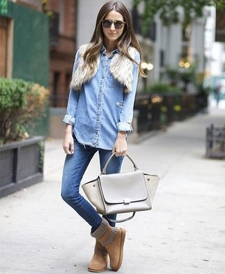 How to Wear a Light Blue Denim Shirt For Women: This casual combo of a light blue denim shirt and blue skinny jeans can take on different nuances according to how it's styled. Got bored with this outfit? Let a pair of tan uggs shake things up.