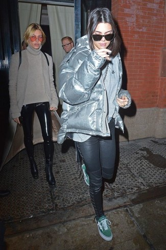 How to wear: silver puffer jacket, grey long sleeve t-shirt, black skinny pants, green canvas low top sneakers