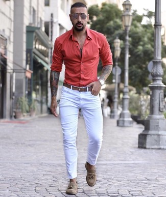 How to wear: white skinny jeans, brown suede tassel loafers, brown leather belt, brown sunglasses