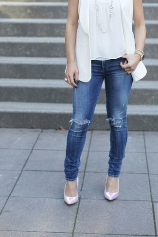 How to wear: white sleeveless blazer, white sleeveless top, blue ripped skinny jeans, pink leather pumps