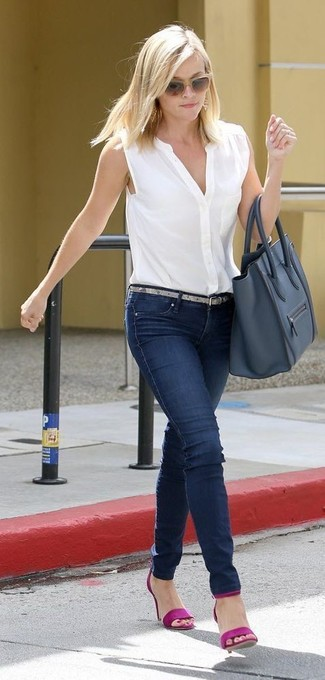 How to wear: white sleeveless button down shirt, navy skinny jeans, purple leather heeled sandals, navy leather tote bag