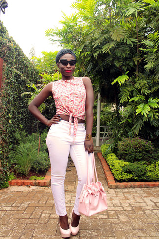 How to wear: white floral sleeveless button down shirt, pink skinny pants, pink leather pumps, pink leather bucket bag