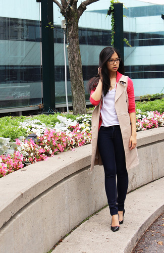 How to wear: beige sleeveless coat, red cardigan, white v-neck t-shirt, navy skinny jeans