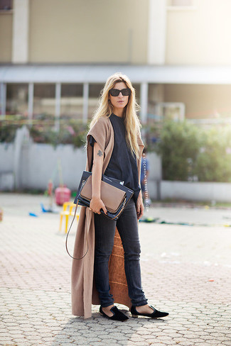 How to wear: camel sleeveless coat, black crew-neck t-shirt, black skinny jeans, black suede loafers