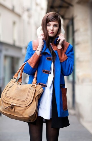 Consider pairing a duffel coat with a black sleeveless coat for a standout ensemble. So when summer is over and autumn is here, this getup has a good chance of becoming your favorite.