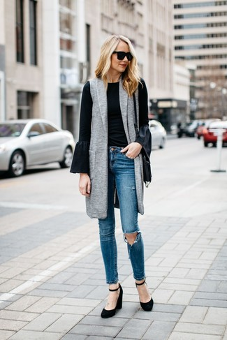 If you're hunting for a casual yet totally stylish getup, team a grey sleeveless coat with Topshop Jamie Ripped High Rise Ankle Skinny Jeans. Both garments are totally comfy and will look fabulous paired together. Finish off with black suede wedge pumps and off you go looking great. This combo is great for transeasonal weather.