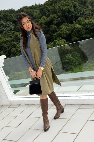 A 525 America women's Cotton Shaker Sweater Dress and an olive sleeveless coat is a versatile combo that will provide you with variety. Round off this getup with brown leather knee high boots. This one is an appealing pick if you're planning a knockout summer-to-fall look.