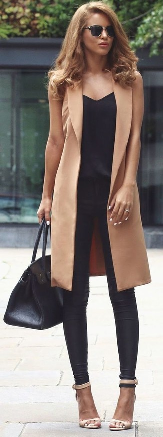 Dress in a black tank and black leather leggings to create a great weekend-ready look. A pair of cream leather heeled sandals adds some real flair to this getup. Rest assured, this look is the just the remedy to dreary autumn afternoons.