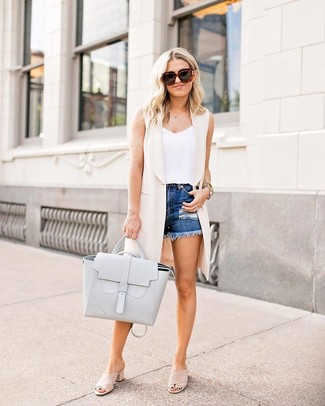 How to wear: beige sleeveless coat, white tank, blue ripped denim shorts, beige suede mules