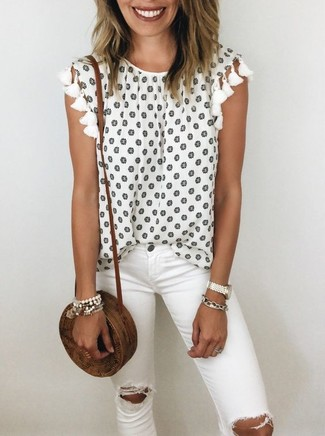 How to wear: white floral sleeveless top, white ripped skinny jeans, brown straw crossbody bag, white bracelet