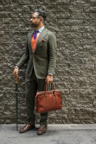 Brown Leather Briefcase Outfits: If you like laid-back combos, why not take this combo of an olive suit and a brown leather briefcase for a spin? For a sleeker aesthetic, why not complement this ensemble with dark brown leather brogues?