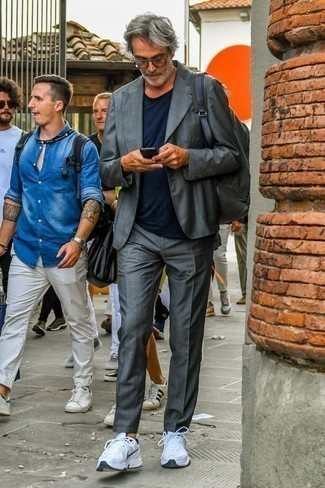 How to Wear a Grey Canvas Backpack For Men: A grey suit and a grey canvas backpack are a cool ensemble to have in your day-to-day routine. A pair of white and navy athletic shoes easily turns up the wow factor of this outfit.