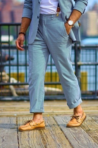 Suspenders Outfits: Why not pair a light blue vertical striped suit with suspenders? As well as very comfortable, these two pieces look cool when paired together. Tobacco leather boat shoes are the ideal addition for your look.