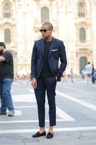 How to Wear a Gold Bracelet For Men: Swing into something comfortable yet on-trend in a navy suit and a gold bracelet. To give your outfit a classier touch, why not introduce a pair of black suede loafers to the equation?