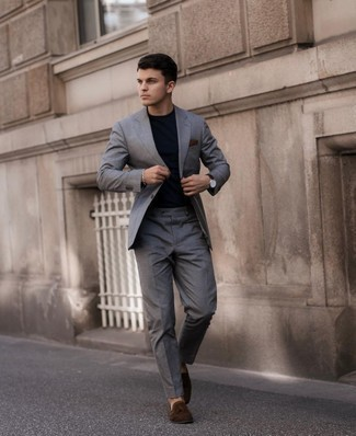Dark Brown Pocket Square Outfits: If you're facing a sartorial situation where comfort is crucial, this combo of a grey suit and a dark brown pocket square is a winner. And if you wish to instantly up this ensemble with one single item, introduce dark brown suede tassel loafers to your ensemble.