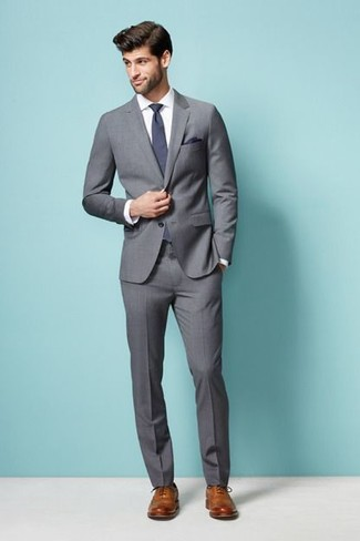 How to Wear a Violet Tie For Men: A grey suit looks especially refined when worn with a violet tie in a modern man's getup. Tan leather brogues are a surefire way to give a dash of stylish effortlessness to this ensemble.