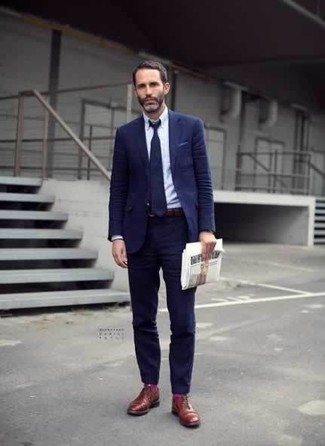 How to Wear Hot Pink Socks For Men: For practicality without the need to sacrifice on style, we turn to this combination of a navy suit and hot pink socks. Step up your ensemble with tobacco leather derby shoes.
