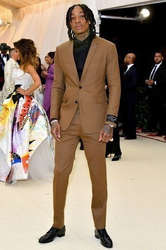 Bow-tie Outfits For Men: A tan suit and a bow-tie combined together are a perfect match. For something more on the elegant end to complete your ensemble, opt for a pair of black leather derby shoes.