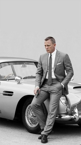 Daniel Craig wearing Grey Suit, White Dress Shirt, Black Leather Derby Shoes, Charcoal Wool Tie
