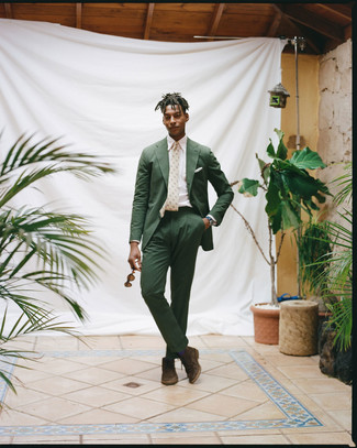 How to Wear a Tan Print Tie For Men: Pairing a dark green seersucker suit and a tan print tie is a fail-safe way to infuse personality into your styling rotation. Get a bit experimental on the shoe front and tone down your outfit by finishing off with dark brown suede desert boots.