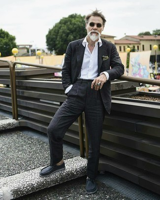 Black Sunglasses Outfits For Men: A charcoal suit and black sunglasses are a cool ensemble to have in your day-to-day casual rotation. For a more polished take, why not introduce a pair of charcoal suede desert boots to the equation?