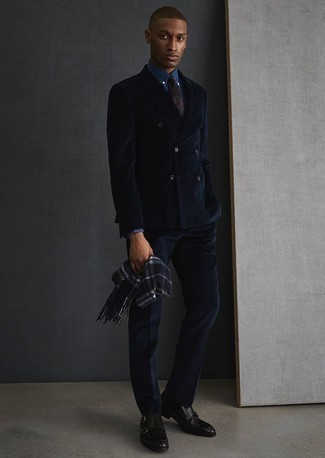 How to Wear a Navy Paisley Tie For Men: For classy style with a twist, choose a navy suit and a navy paisley tie. You could perhaps get a bit experimental when it comes to footwear and dress down your getup by sporting a pair of black leather double monks.