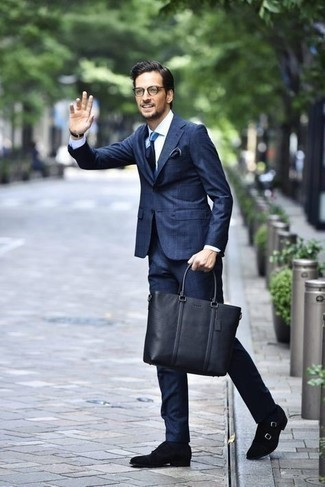 Navy Socks Outfits For Men: Fashionable and practical, this casual pairing of a navy suit and navy socks provides with wonderful styling opportunities. Black suede double monks will give a dash of elegance to an otherwise too-common outfit.