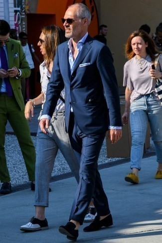 How to Wear a Light Blue Dress Shirt For Men: We love how this combination of a light blue dress shirt and a navy suit instantly makes a man look stylish and refined. And if you want to effortlessly dial down your look with shoes, introduce black velvet loafers to the mix.