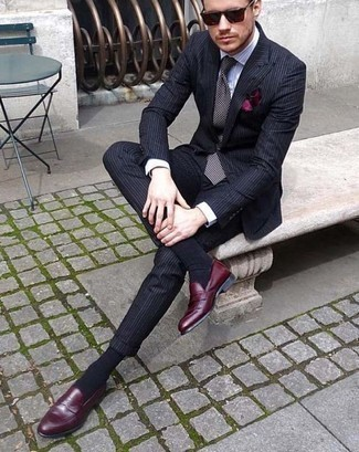 How to Wear a Burgundy Pocket Square: The go-to for casual style? A navy vertical striped suit with a burgundy pocket square. Put an elegant spin on your outfit by finishing off with burgundy leather loafers.