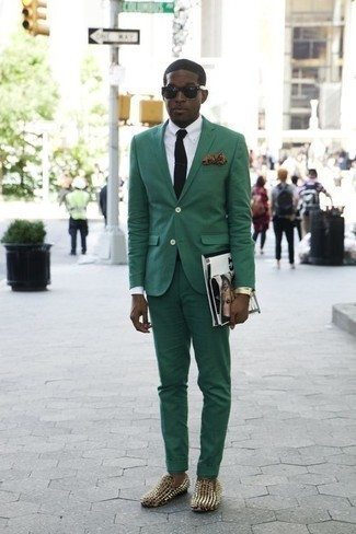 How to Wear a Dark Green Suit: This look clearly illustrates that it is totally worth investing in such smart menswear items as a dark green suit and a white dress shirt. Balance out your ensemble with more laid-back footwear, such as these black studded leather loafers.