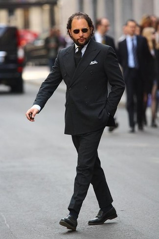 Men's Looks & Outfits: What To Wear In 2020: Choose a black suit and a white dress shirt if you're aiming for a clean-cut, sharp look. For something more on the daring side to round off your look, round off with a pair of black leather loafers.