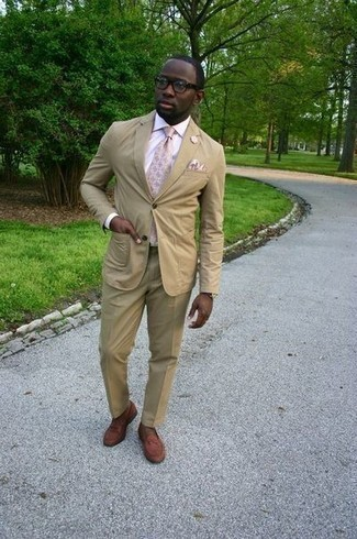 How to Wear a Beige Pocket Square: A tan suit and a beige pocket square are a cool outfit to add to your casual fashion mix. Complete your getup with brown leather loafers to effortlessly rev up the fashion factor of this outfit.