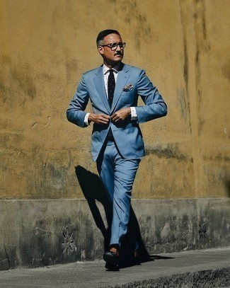 Men's Looks & Outfits: What To Wear In 2020: Undeniable proof that a blue suit and a white polka dot dress shirt look awesome together in a polished getup for a modern gent. Complete this outfit with a pair of black leather loafers and you're all done and looking smashing.