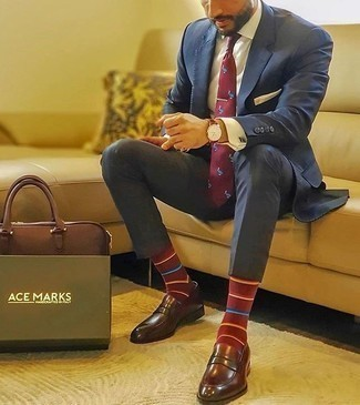 Burgundy Leather Loafers Outfits For Men: This combination of a navy suit and a white dress shirt is seriously dapper and creates instant appeal. Dial down the formality of this look with burgundy leather loafers.