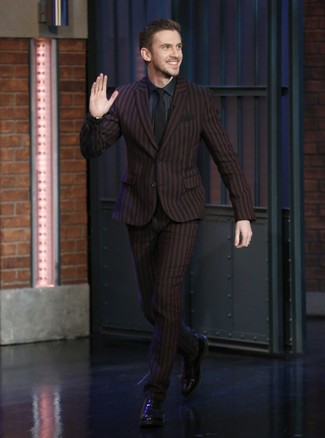 How to Wear a Burgundy Suit: For masculine elegance with a twist, wear a burgundy suit and a navy dress shirt. Black leather oxford shoes will tie the whole thing together.