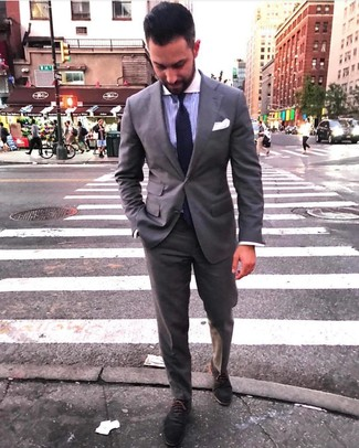 How to Wear a Dark Purple Dress Shirt For Men: Marrying a dark purple dress shirt and a grey suit is a guaranteed way to inject your wardrobe with some rugged sophistication. When in doubt about what to wear when it comes to footwear, go with a pair of charcoal suede oxford shoes.