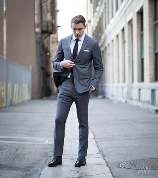 Men's Looks & Outfits: What To Wear In 2020: Hard proof that a charcoal suit and a white dress shirt look awesome when married together in a refined outfit for today's gentleman. If you're wondering how to finish, complement this ensemble with black leather oxford shoes.
