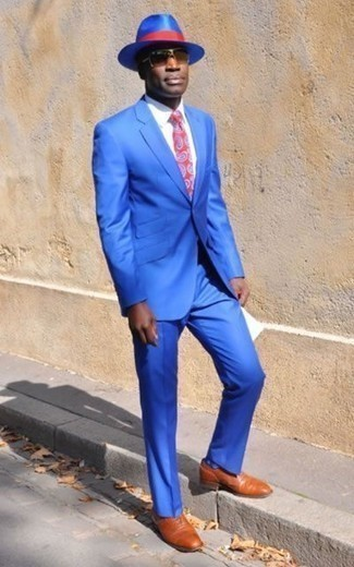 How to Wear Tobacco Leather Oxford Shoes: Go for a blue suit and a white dress shirt for elegant style with a fashionable spin. When it comes to shoes, this ensemble is finished off well with tobacco leather oxford shoes.