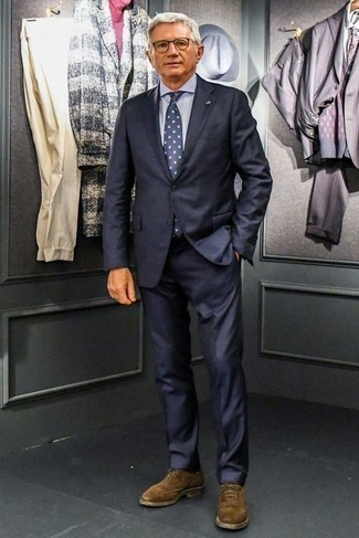 How to Wear a Light Blue Dress Shirt For Men: This combo of a light blue dress shirt and a navy suit resonates elegance and effortless class. The whole ensemble comes together if you finish with a pair of brown suede oxford shoes.