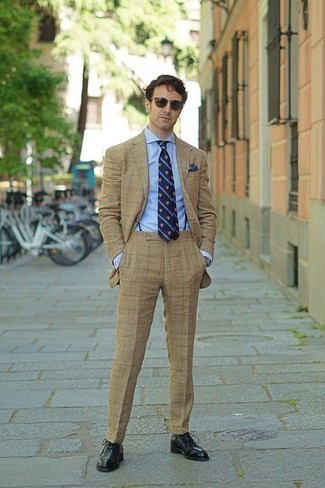 How to Wear Navy Suspenders: We say a big yes to this casual pairing of a tan suit and navy suspenders! And if you want to instantly up the ante of this getup with shoes, why not complement this ensemble with a pair of black leather oxford shoes?