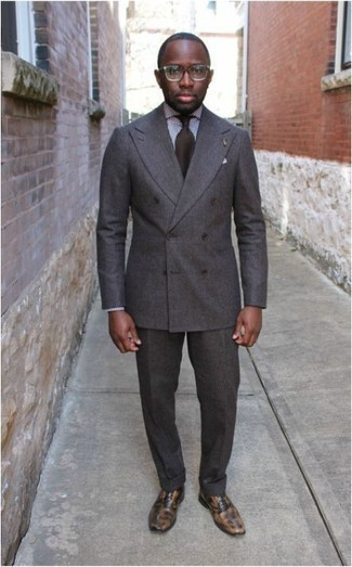 Men's Looks & Outfits: What To Wear In 2020: This combination of a grey suit and a white and black check dress shirt is the definition of manly refinement. When it comes to footwear, this ensemble is complemented really well with tan leather oxford shoes.