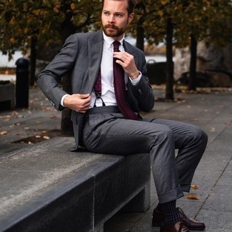 Navy Socks Outfits For Men: For an ensemble that's very straightforward but can be modified in plenty of different ways, consider wearing a charcoal suit and navy socks. And if you want to effortlessly polish off this ensemble with one item, why not complement this ensemble with a pair of burgundy leather oxford shoes?