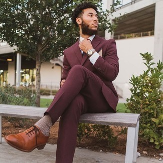 Burgundy Suit Outfits: Dress for success in a burgundy suit and a white dress shirt. If in doubt about the footwear, add tobacco leather oxford shoes to this look.