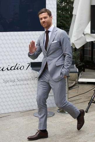 Gold Watch Outfits For Men: A grey suit and a gold watch are absolute menswear must-haves that will integrate wonderfully within your day-to-day fashion mix. Bump up the fashion factor of this ensemble by finishing off with dark brown leather oxford shoes.