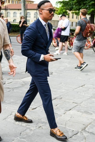 Men's Looks & Outfits: What To Wear In 2020: Teaming a navy suit and a white dress shirt is a surefire way to inject your wardrobe with some rugged elegance. Our favorite of a countless number of ways to round off this look is with a pair of tan leather tassel loafers.