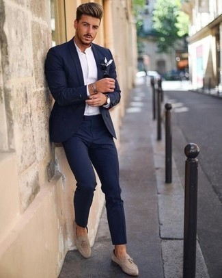 How to Wear Beige Suede Tassel Loafers: Go for a navy suit and a white dress shirt for a neat refined ensemble. Complete your look with a pair of beige suede tassel loafers to shake things up.