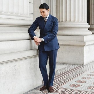 Men's Outfits 2020: A navy suit looks especially classy when teamed with a white dress shirt. For times when this look appears all-too-classic, dress it down by wearing dark brown suede tassel loafers.