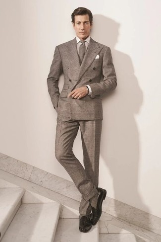 Socks Outfits For Men: Make a brown plaid suit and socks your outfit choice to put together a casually dapper ensemble. To add more class to your ensemble, finish off with a pair of black leather tassel loafers.
